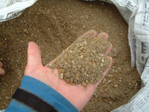 自然農法の雑草対策用の長期熟成EMボカシ